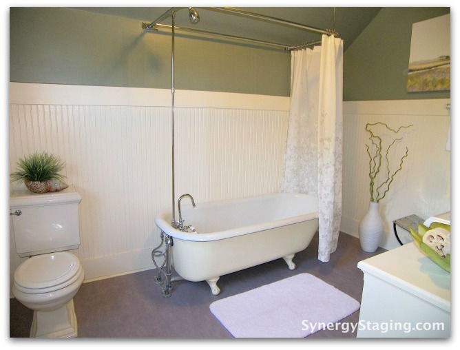 Flanders - Bathroom staged by Synergy Staging in Portland