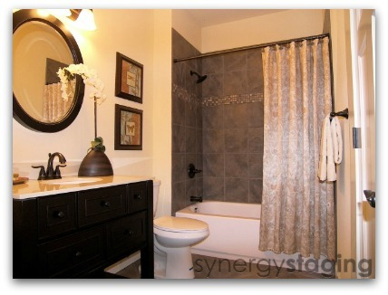 Bathroom staged by Synergy Staging in Portland